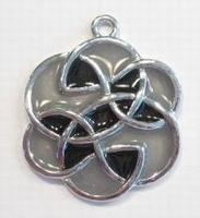 Metalen hanger bloem keltisch met grijs  epoxy 36 x 30mm oogje: 2,5mm