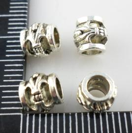 4 x Tibetaans zilveren kraal 6  x 7mm gat: 3,6mm