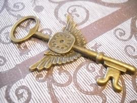 Prachtige grote tibetaans zilveren (geel koper kleur) hanger van een sleutel 75 x 44 x 2mm Gat: 10mm