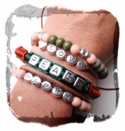 Armbandenset met letterkralen