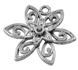 Schitterende Tibetaans zilveren bedel van een bloem 21 x 23mm x  3,5mm gat: 2mm