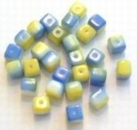 10 Stuks Jablonex cubes geel blauw  ca 6 x 6 mm