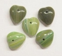 10 Stuks Glaskraal hartje groen gemeleerd 12 mm