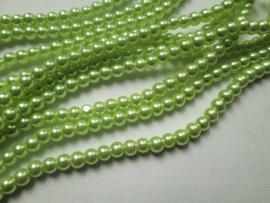 30 x prachtige   glasparel 8mm kleur: Light Aplle green
