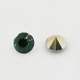 5 x Puntsteen half rond Preciosa voor Puntsteen SS39 Setting c.a. 8 x 4mm Zee groen