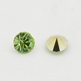 5 x Puntsteen half rond Preciosa voor Puntsteen SS39 Setting c.a. 8 x 4mm licht groen