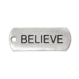 2 x Metalen Bedel Antiek Zilver Believe maat: 21x8 mm