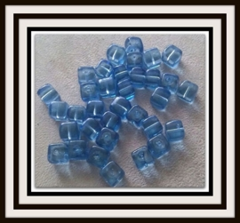 10 Stuks Glaskralen kubus transparant blauw 8 x 7 mm