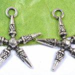 2 x  Stoere Tibetaans zilveren hanger bedel met punten