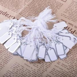 Bosje met c.a. 100 stuks witte  prijs labels prijskaartjes met zilveren randje 12,5 x 23mm