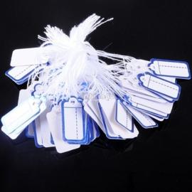 Bosje met c.a. 100 stuks prijs labels prijskaartjes wit met blauw  randje 26 x 13 mm