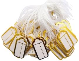 Bosje met c.a. 100 stuks prijs labels prijskaartjes wit met gouden randje 26 x 13mm