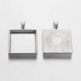Houder E: Prachtige Camée of Cabochon houder. Binnenzijde c.a. 20 x 20mm