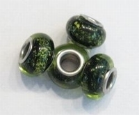 Per stuk Glaskraal European-style zwart met groene glitter 13 mm