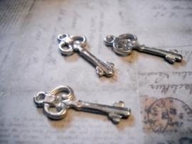 10 x tibetaans zilveren bedeltje van een sleutel 25 x 10 x 2mm gat: 1,5mm