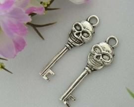 4 x Tibetaans zilveren sleutel met een schedel 9,5 x 33mm gat: 2,5mm