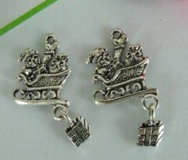 4 x Tibetaans zilveren bedel van kerstman in slede 33 x 17 x 2mm, gat 2mm