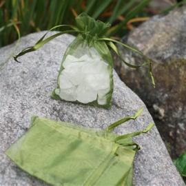 c.a. 100 lime groene organza zakjes 10 x 15 cm