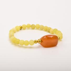 Per stuk Prachtige kralenarmband geel/goud met elastiek, voorzien van mooie edelsteen