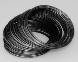 Memory Wire voor armbanden 55 mm 40 wendingen draad dikte 0,6mm donker zilver kleur gunmetal