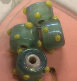 5 Stuks groen met gele spikkels glas kralen 6x9 mm gat 2 mm