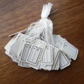 Bosje met c.a. 100 stuks prijs labels wit prijskaartjes met gouden bedrukking 15mm x 26mm