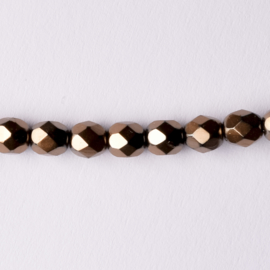 Streng met c.a. 80 stuks ronde Tsjechië facet kristal kraal afm: 6mm Kleur: goudkleurig gat c.a.: 1mm