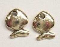2 x  Antiek gouden metalen vis 18 mm
