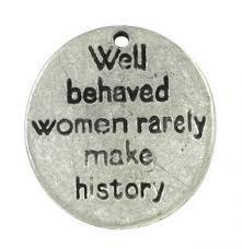 10x Tibetaans zilveren label  Well behaved women rarely make history 15 x 13 x 1mm gat: 2mm
