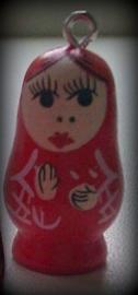 2 x houten hanger/kraal Matrushka popje rood met oogje 30 mm