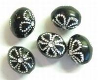 10 stuks Kunststof kraal ovaal met bloem zwart/zilver bewerkt 8 mm