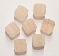 Per stuk Glaskraal blokje mat lichtroze gemeleerd 9 mm