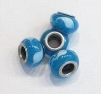 Per stuk Glaskraal European-style blauw met l.blauwe golfjes 13 mm