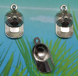 5x Tibetaans zilveren bedeltje van een honkbal petje 19 x 10mm oogje: 1,5mm