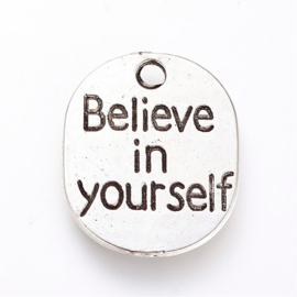 10 x Tibetaans zilveren bedeltje tekst: Believe in Yourself  22 x 18 ,5 x 1mm gat: 2,5mm