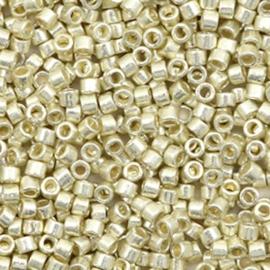 c.a. 5 gram Miyuki kralen delica's 11/0 Duracoat galvanized silver