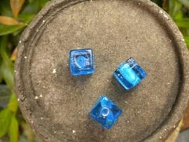 Mooie kubus glaskraal 12mm blauw