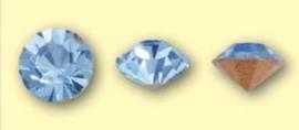 Doosje met 6 stuks Jewelry Stones (M.C. Chaton) 6mm Light Saphire SS28