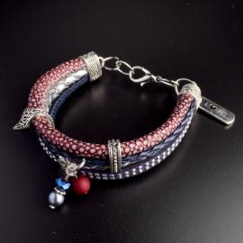 Prachtige armband, verstelbaar met metalen elementen w.o. bedel love