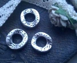3 stuks Antiek zilveren rond golvend bewerkt metalen ring 11 mm
