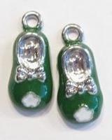Per stuk metalen hanger baby-schoentje met groene epoxy 24 mm