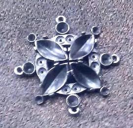 Per stuk Antiek zilveren metalen hanger/tussenzetsel bloemmotief 37 mm