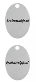 100 stuks metalen bedeltjes gelaserd en met hand gepolijst ovaal 17 x 24 x 1mm oogje: 1,5mm met eigen tekst Tekst op beide zijden