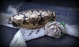 3 x antiek gouden metallook kraal/buisje bewerkt bloemmotief 31 x 13 mm