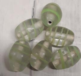 10 x mooie glaskraal met groen streepjee 15,5x11mm gat:1,5mm
