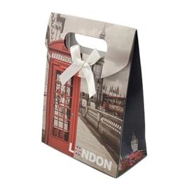 Cadeautasje kraft papier afmeting: 165 x 125 x 56mm met strikje Londen D