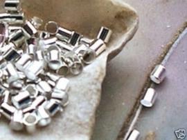 150 stuks zilverkleur knijpkralen buismodel 2mm gat: 1,5mm