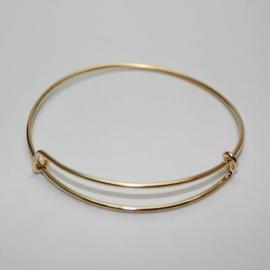 Super leuke verstelbare basis armband om bedels aan te hangen diameter c.a. 55mm totale lengte c.a 18cm antiek goud
