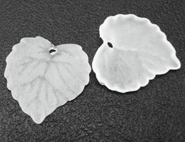 10 stuks acryl bloem bladeren 16 x 15 x 2mm gat: 1,2mm wit frosted