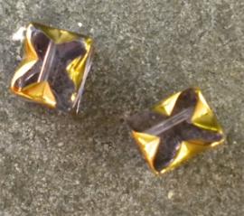 Prachtige glaskraal 8x6 mm goud met lila